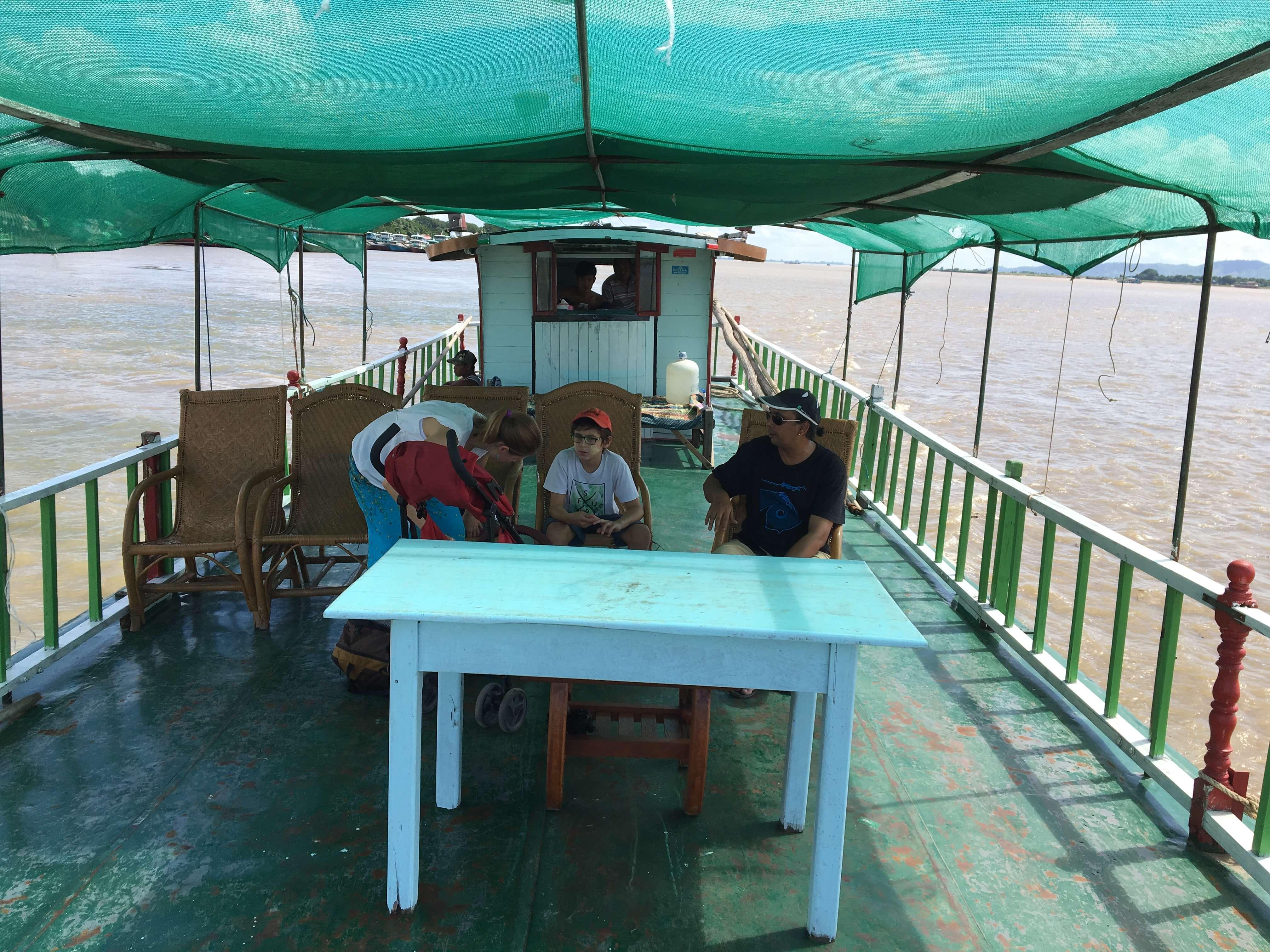 Ayeyarwadi boating, Mandalay, Myanmar