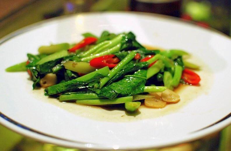 Thai cuisine dish Pak kanaa namman hoi
